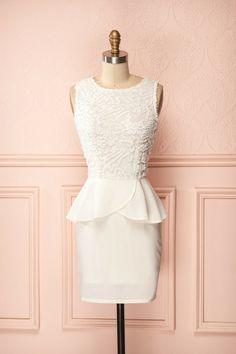 Imna Blanc ♥ Angélique ou espiègle, mais toujours bien mise.  Angelic or mischievous but always well dressed.