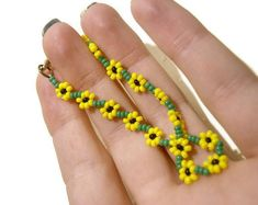 Beaded Sunflower Bracelet Seed Bead Bracelet Yellow Summer Fashion Jewelry, UK Seller - Sunflower Friendship Bracelet The Effective Pictures We Offer You About handmade jewelry A quality - Daisy Bracelet, Bracelet Crafts, Seed Bead Bracelets, Seed Bead Jewelry, Jewelry Crafts, Seed Beads, Beaded Jewelry, Handmade Jewelry, Silver Jewelry