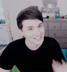 *waves to internet* *INTENSE HEART EYES HOWELL