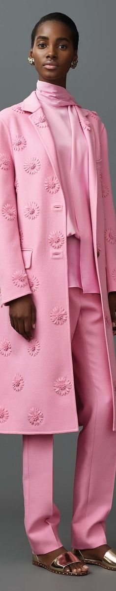 💕Pinky Pleasures With Valentino ~ Resort Fashion 2017 Pink Fashion, Fashion 2017, Love Fashion, Runway Fashion, Womens Fashion, Fashion Trends, Color 2017, Mode Rose, Non Plus Ultra