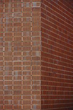 AST 77 Architecten, Steven Massart · Low Price Private House · Divisare
