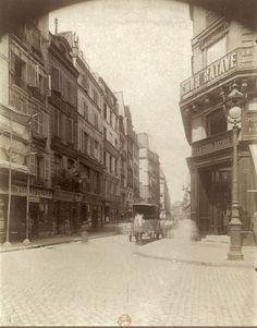 Coin de la rue de la Cossonnerie et de la rue Saint-Denis, vers 1900. Une photo d'Eugène Atget.