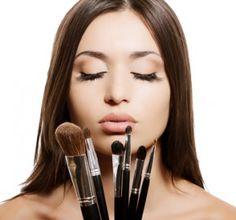 Un cours de maquillage pour enterrer sa vie de jeune fille.