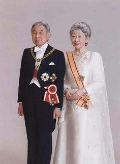 Emperador Akihito y emperatriz Michiko The Empress, Royal House, Royal Jewels, Kaiser, Yokohama, Japanese Culture, Japanese History, Royal Fashion, King Queen
