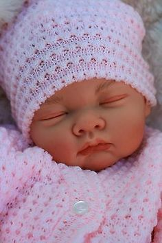 This beautiful baby has full arms and legs which are factory finished in a flesh tone. Bb Reborn, Reborn Baby Boy Dolls, Baby Doll Toys, Newborn Baby Dolls, Baby Girl Dolls, Reborn Babies, Cute Little Baby, Little Babies, Baby Love