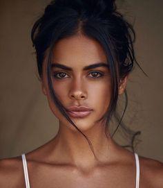Sophia miacova one if by land. Brunette Updo, Sophia Miacova, Natural Summer Makeup, Natural Makeup, Summer Makeup Looks, Natural Eyebrows, Natural Beauty, Beauty Make-up, Hair Beauty