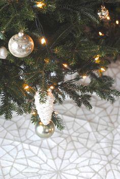 diy glittered drop cloth tree skirt pretty providence blog rh pinterest com