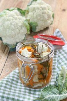 Pour l'apéro ou en acompagnement de charcuterie, dans les sandwichs ou pour la raclette. Les pickles trouvent leur place presque partout ! Ingrédients pour 6 pots : 2 petits chou-fleur 4 petites carottes 500ml de vinaigre de cidre 1 cs de sucre 2 branches...