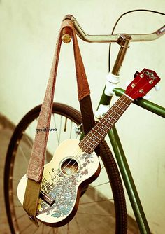 ukelele + bici | by pez de tierra