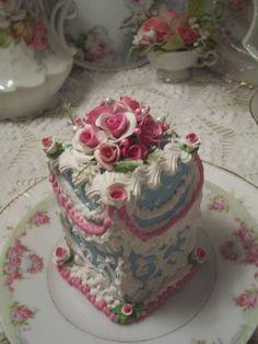 (tassie)Fake Food Slice of Cake Shabby Pink Roses Victorian