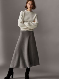Spring Summer 2017 null´s CAMEL COAT at Massimo Dutti for Effortless elegance! New Street Style, Autumn Street Style, Work Fashion, Fashion Outfits, Minimal Outfit, J Crew Style, Power Dressing, Classic Style Women, Wool Skirts
