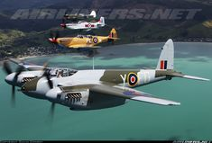 Mosquito Y-EG flies again after 60 years! In company with other Kiwi warbirds. Navy Aircraft, Ww2 Aircraft, Fighter Aircraft, Military Aircraft, Fighter Jets, Military Weapons, De Havilland Mosquito, Ww2 Planes, Aircraft Pictures
