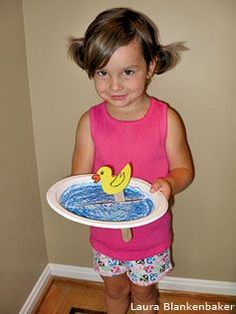 Duck in a Pond - paper plate & craft sticks! #preschool #kidscrafts #upcycle (pinned by Super Simple Songs)