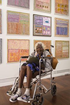 Australia's Oldest Painter Creates Stunning Works of Aboriginal Art - There are over 380 works in Loongkoonan's collection, each showcasing the dots of the traditional Aboriginal art that use acrylic paints on canvas and linen. Aboriginal Painting, Aboriginal Artists, Dot Painting, Aboriginal Language, Aboriginal People, Encaustic Painting, Outsider Art, Art And Illustration, Kunst Der Aborigines