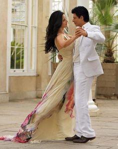 Katrina Kaif and Shah Rukh Khan in the Bollywood movie Jab Tak Hai Jaan Bollywood Stars, Bollywood Fashion, Indian Celebrities, Bollywood Celebrities, Bollywood Actress, Bollywood News, Indian Actresses, Actors & Actresses, Srk Movies