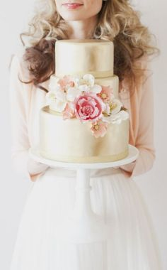 Wedding cake idea; Featured Photographer: Vicky Starz Photography
