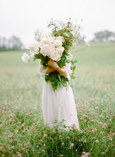 beautiful big flowers and wild leaves! This would make an amazing wedding bouquet. Wild Flowers, Beautiful Flowers, Pretty Roses, Summer Flowers, Fresh Flowers, Field Of Flowers, Prettiest Flowers, Beach Flowers, Cheap Flowers