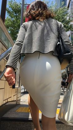 Rock Outfits, Skirt Outfits, Stylish Outfits, Dress Skirt, Japanese Office Lady, Sexy Hips, Sexy Older Women, Girl Fashion, Womens Fashion