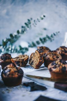 Is there any better combo than peanut butter and banana? These muffins… Chocolate Oatmeal, Chocolate Muffins, Gluten Free Muffins, Gluten Free Baking, Baking Recipes, Dessert Recipes, Oats Recipes, Healthy Recipes, Healthy Snacks