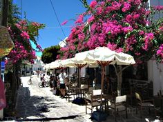 High Street on Antiparos Island, Greece Places Ive Been, Places To Go, Paros Greece, Paros Island, Vacation Memories, Grand Bazaar, Greece Islands, Ways Of Seeing, Great Restaurants