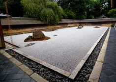Zen garden - border