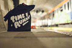 Hektik Streetwear X Flying Förtress | #flyingförtress #ress #totebag #tote #timeisrunnin #running #hektik #streetwear #fashion #urban #streetart #graffiti #style #grey #tag #ednight #photo #tunnel Urban, Streetwear, Graffiti, Reusable Tote Bags, Products, Fashion, Street Outfit, Moda, Fashion Styles