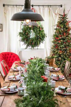Mesa navideña en rojo, verde y blanco
