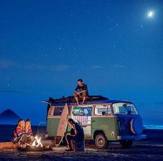 Friends hanging out around a beach fire on the Oregon coast with a VW Bus. Photograph by Isaac Lane Koval. Vw Camper, Vw Caravan, Volkswagen Bus, Camping 3, Camping Checklist, Camping Cabins, Vw Vintage, Photo Vintage, Vintage Campers