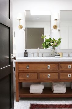 See how we gave the master bathroom of our Lynwood Remodel a refresh!