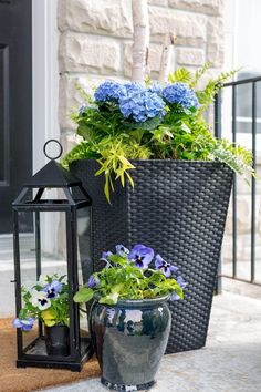 So cute!! This wicker matches our new sectional!! Hydrangeas in a Hamper with Pansies #Flowers