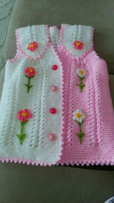 This Pin was discovered by HUZ Knit Vest Pattern, Crochet Baby Dress Free Pattern, Baby Girl Crochet, Baby Knitting Patterns, Baby Patterns, Hand Knitting, Crochet Patterns, Baby Pullover, Baby Cardigan