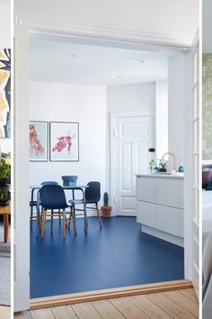 Blue floor combined with blue Form chairs in the home of ⭐ Picture borrowed from 📷 Linoleum Flooring, Kitchen Flooring, Blue Floor Paint, Küchen Design, House Design, Floor Colors, Home Office Decor, Home Decor, Home Kitchens