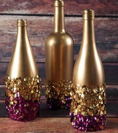 Celebrate Fat Tuesday with stunning Mardi Gras decorations. Check out Mardi Gras DIY Decorations ideas here. These are easy and best Mardi Gras decor ideas. Wine Bottle Art, Diy Bottle, Wine Bottle Crafts, Bottles And Jars, Glass Bottles, Glitter Bottles, Painted Bottles, Gold Bottles, Decorated Bottles