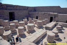 王家の谷近く、ラムセス三世葬祭殿?忘れちまいました。誰か知りません?     『AROUND THE WORLD by MOTO』より