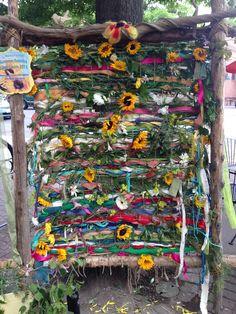 Summer Solstice Community Earth Loo… – Creative Summer Wedding Tips Garden Crafts, Garden Art, Summer Solstice Ritual, Solstice Festival, Summer Wedding Decorations, Summer Weddings, Modern Bohemian, Bohemian Style, Reggio Emilia