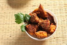 Hmmm Yummy tasty Fried Chicken engraved in hot Indian Spices! Egg Recipes, Fish Recipes, Indian Food Recipes, Dog Food Recipes, Making Fried Chicken, Fried Chicken Recipes, Indian Chicken, Food Test, Chicken Eggs