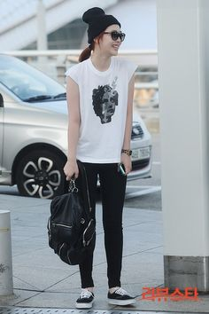 f(x), Sulli at airport