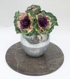 Circular marble tray, super elegant! Marble Tray, Trays, Vase, Elegant, Home Decor, Stone Crafts, Natural Stones, Classy, Interior Design