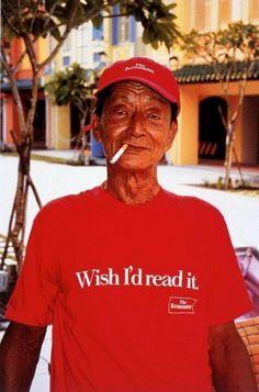 reklama magazynu na koszulce