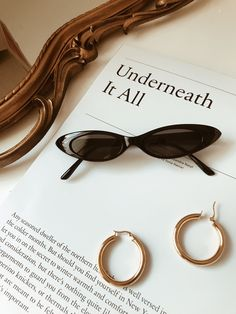 See more ideas about Light and shadow, Rose gold aesthetic and Flatlay styling. Flat Lay Photography, Jewelry Photography, Accesorios Casual, Donia, Paris Mode, Cat Eye Sunglasses, Vintage Sunglasses, Women's Accessories, Sunglasses Accessories
