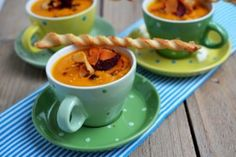 10 retete de prajituri pentru Craciun - Retete culinare by Teo's Kitchen Marshmallows, The Hobbit, Tea Cups, Tableware, Soups, Food, Marshmallow, Dinnerware, Tablewares