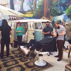 El Mercado de las Armas crece y en el Circo Social encontramos hasta una barbería ✌#irdepropiolasarmas • Las Armas, 66 •
