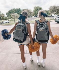 Cheer Picture Poses, Cheer Poses, Cheer Team Pictures, Cute Friend Pictures, Photos Bff, Best Friend Photos, Cheerleading Pictures, High School Cheerleading, Cheerleading Stunting