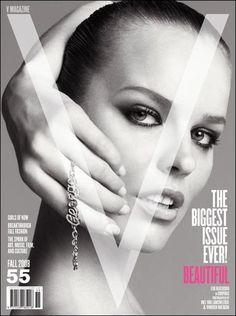 V Magazine 55 fall 2008 Eva Herzigova cover V Magazine, Fashion Magazine Cover, Fashion Cover, Magazine Covers, Vogue Photography, White Photography, Nadja Auermann, Stella Tennant, Eva Herzigova