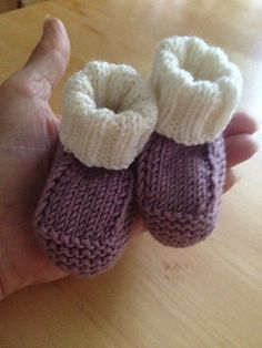 Ravelry: Prisca's Baby Booties pattern by Knot Sew Prisca These cute baby booties are the perfect accessories for your baby! Use this newborn baby booties free knitting pattern to make your own now! Collection of Knit Ankle High Baby Booties Free Patterns Knitting For Kids, Baby Knitting Patterns, Knitting Socks, Baby Patterns, Free Knitting, Knitting Projects, Crochet Patterns, Doll Patterns, Knitted Booties