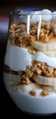 National Parfait Day Fat Girl Trapped in a Skinny Body click now for more. Easy Healthy Breakfast, Healthy Snacks, Breakfast Recipes, Dessert Recipes, Breakfast Ideas, Breakfast Fruit, Drink Recipes, Healthy Eating, Manger Healthy