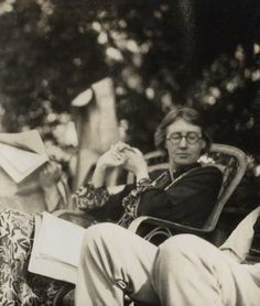 Virginia Woolf, 1926, wearing glasses