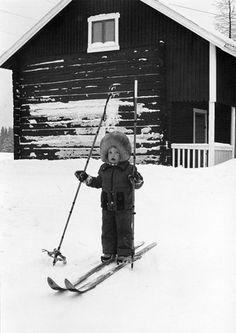 vintage kid skiing picture - so cute Winter Wonder, Winter Fun, Ski And Snowboard, Snowboarding, Ski Vintage, Ski Bunnies, Ski Posters, Snow Fun, Ski Season
