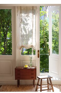 Prospective revamped shabby chic interior designs Don't forget to Cafe Interior, Interior And Exterior, Decorating Your Home, Interior Decorating, Interior Design Courses, Shabby Chic Interiors, Deco Furniture, Cozy House, Country Decor