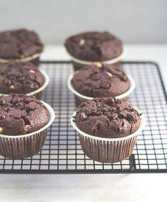Schoko-Muffins mit extra viel Schokolade von moeyskitchen.com